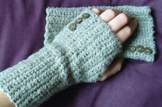 I have to learn how to make these (or similar). Our home office is freezing and Erik needs these. I just cut fingers off cotton gloves last year. Ghetto.