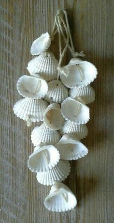45 Homemade Home Decor Trending Now - Dekoration für zu Hause Sea Crafts, Nature Crafts, Diy And Crafts, Arts And Crafts, Creative Crafts, Seashell Art, Seashell Crafts, Seashell Wind Chimes, Seashell Display