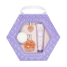 Ari by Ariana Grande is a feminine fragrance that combines luscious fruits and florals with musks, woods, and a hint of marshmallow. Ari Perfume, Perfume Hermes, Perfume Lady Million, Perfume Gift Sets, Giorgio Armani, Ariana Grande Fragrance, Perfume Fahrenheit, Perfume Invictus, Perfume Genius