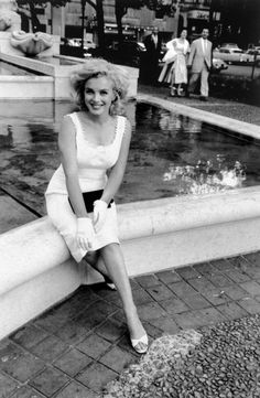 Marilyn photographed by Sam Shaw in 1957.