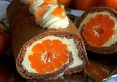 Chystáte sa na Veľkú noc pripraviť nejaké dobroty v podobe rolád? Zozbierali sme pre vás tie najlepšie recepty na rolády, ktoré vám budú určite chutiť. Rolády sú veľmi obľúbenou pochúťkou...