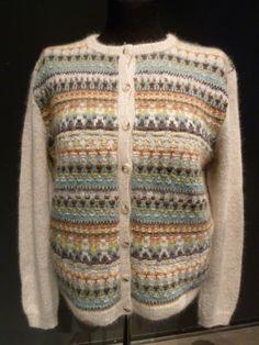 Ravelry: Härskogen Cardigan pattern by Anna-Lisa Mannheimer Lunn Fair Isle Knitting, Hand Knitting, Knitting Designs, Knitting Projects, Knitting Ideas, Big Knit Blanket, Big Knits, Cardigan Pattern, Knitted Bags