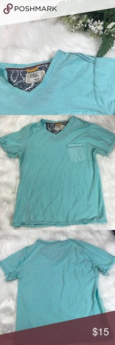 """•Free Planet• textured light blue tshirt Men Md Gently used men's tshirt in light blue. Size Medium Length 23"""" Armpit to Armpit 19"""".  Reasonable offers considered! Bundle all your likes for a great offer from me!! free planet Shirts Tees - Short Sleeve"""