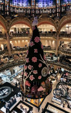 """marlessa: """" Christmas tree in Galeries Lafayette """" Christmas Tree Decorations, Holiday Decor, Christmas Trees, Time Of The Year, Preppy, Fairy, Vogue, Bear, Beautiful"""