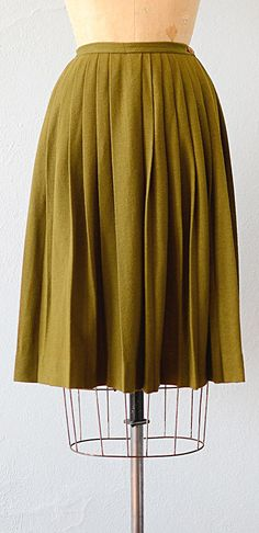 Vintage 1960s olive green wool pleat skirt | Banks of Moss Skirt #1960s #vintageskirt