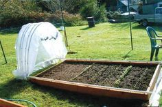 DIY Retractable PVC Hoop House I absolutely love this project. I have posted lots of different PVC green houses and a few PVC raised garden houses too, but none that can retract to expose the whole bed! This is a houses pvc DIY Retractable PVC Hoop House Raised Garden Beds, Raised Beds, Raised Planter, Raised Gardens, Vertical Planter, Organic Gardening, Gardening Tips, Vegetable Gardening, Container Gardening