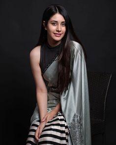 Gorgeous Warina Hussain in beautiful saree Bollywood Girls, Bollywood Celebrities, Bollywood Fashion, Saree Fashion, Indian Bollywood, Bollywood Stars, Beautiful Bollywood Actress, Most Beautiful Indian Actress, Beautiful Actresses