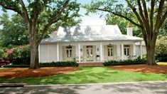 Trendy Home Exterior Landscaping Southern Living Ideas Best Exterior Paint, Exterior Paint Colors For House, Paint Colors For Home, Exterior Paint Color Combinations, House Paint Color Combination, Roof Design, House Design, Outdoor Window Shutters, Exterior Siding Options