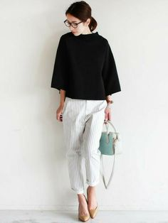 black + white + frost white (note of arctic blue) Office Fashion, Work Fashion, Fashion Pants, Daily Fashion, Fashion Outfits, Womens Fashion, Japanese Minimalist Fashion, Minimalist Fashion Women, Minimal Fashion