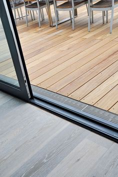 Facade drainage ensures that there is no pool of water on the terrace . - Facade drainage ensures that there are no pools of water on the terrace. Backyard Patio Designs, Backyard Landscaping, Design Jardin, Diy Porch, Forest House, Patio Doors, Architecture Details, Outdoor Living, Pergola