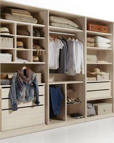 Ideas para organizar el vestidor. Básicamente es cuestión de motivación, de constancia y de tener algunas pautas para organizar la ropa y los complementos.