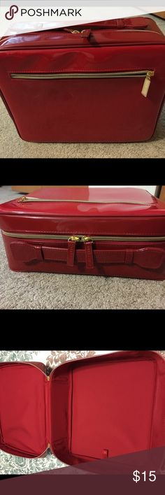Estée Lauder Make Up Case This is a lovely red make up case that was given as a gift and never used.  It can store cosmetics or any travel item and be wiped clean. Estee Lauder Bags Cosmetic Bags & Cases