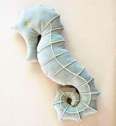 matsutake: Free Seahorse Pillow Pattern