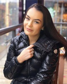 Puffy Jacket, Trendy Fashion, Womens Fashion, Rain Wear, Moncler, Mantel, Jackets For Women, Leather Jacket, Gaming Wallpapers