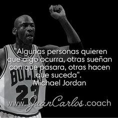 """""""Algunas personas quieren que algo ocurra, otras sueñan con que pasara, otras hacen que suceda"""".  Michael Jordan"""