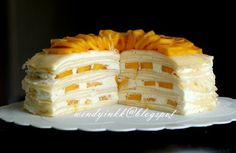 Mango season is almost here. I haven't been posting a nice crepe recipe here since the not so nice Durian Pancake Rolls . Mango Crepes Recipe, Crape Cake, Crêpe Recipe, Pancake Roll, Cake Recipes, Dessert Recipes, Mango Recipes, Mille Crepe, Asian Desserts