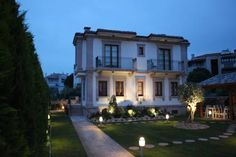 Tas Bahce Butik Hotel Cunda (Ayvalik) Situated in Cunda Island, this hotel features a unique architecture in a beautifully restored Greek house.