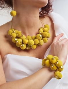 blomstersmycke, craspedia, blomatersmycke craspedia, floral jewllery, billy buttons, floral jewllery billy buttons
