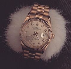 rolex, watch, and luxury image Accesorios Casual, Jewelry Accessories, Fashion Accessories, Diamond Are A Girls Best Friend, Cute Jewelry, Luxury Jewelry, Luxury Watches, Fashion Watches, Gold Watch