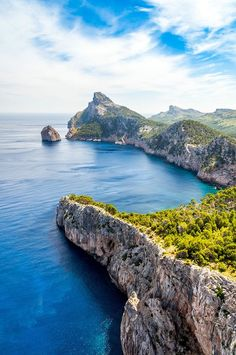 How beautiful is Mallorca! Balearic Islands, How Beautiful, Beautiful Landscapes, Paths, Travel Inspiration, Barcelona, Road Trip, To Go, Europe