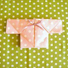 LillyTyll: Babytröja - servettvikning i 10 enkla steg Baby Barn, Baby Shawer, Christening, Presents, Gift Wrapping, Gifts, Inspiration, Dekoration, Threading