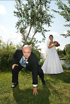 Couple football wedding day themed photo. Seriously love! Could do with any sport the hubby loves!