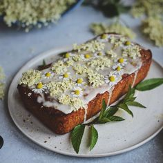 Discover our quick and easy recipe for Yoghurt Cake with Cook Expert on Current Cooking! Banana Bread Recipes, Cake Recipes, Vegan Wedding Cake, Lemon Drizzle Cake, Honey Cake, Honey Lemon, Summer Treats, Summer Fruit, Vegan Friendly