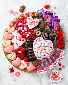 Easy Valentine's Dessert Boards! Perfect for Valentine's Day Parties! Valentine Desserts, Valentines Day Food, Valentine Treats, Valentines Day Decorations, Valentine Party, Valentines Recipes, Easter Party, Easter Treats, Valentinstag Party