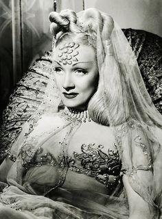 Marlene Dietrich in Kismet (1944)