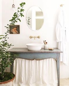 Are you following Brooke @velvetandlinen ? Not only does she have an appreciation for beautiful antiques, like this Swedish table turned bathroom vanity, but she has a deep love for nature. Her 'Patina Farm' is full of lush garden inspiration for this happy spring day! You guys!! I'm excited - The sun is FINALLY shining and I'm so ready to go get my hands dirty in our garden! Happy Saturday! #swoonworthysaturday #sundayhomeinspo #followfriday #whitedecorweekends