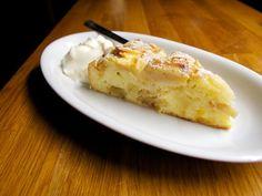 Malý rez jablkovej šarlotky so smotanovým jogurtom Lidl, Bakery, Clean Eating, Deserts, Food And Drink, Appetizers, Sweets, Meals, Cooking