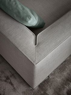 furniture details All about Powell by Minotti on Architonic. detailed information about retailers, contact ways amp; request options for Powell here! Sofa Furniture, Furniture Design, Corner Furniture, Funky Furniture, White Furniture, Furniture Inspiration, Design Inspiration, Joinery Details, Textile Fabrics