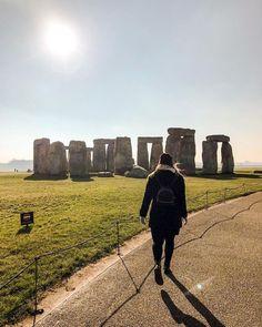 """Gefällt 89 Mal, 5 Kommentare - B I A N C A ☾ meinreiseblog.at (@biancas.travelblog) auf Instagram: """"STONEHENGE // Have you ever been to Stonehenge? . Letzte Woche machten @davidgtoran und ich einen…"""" Stonehenge, Things To Do In London, Picture Show, Monument Valley, Stuff To Do, Social Media, Photoshoot, Culture, Inspiration"""