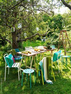 Flexible solutions for outdoor dining Ikea Outdoor, Outdoor Dining, Outdoor Spaces, Outdoor Chairs, Outdoor Decor, Ikea Garden Furniture, Outdoor Furniture Sets, Fresco, Cheap Furniture Stores