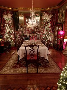 Christmas Scenes, Christmas Mood, Noel Christmas, Victorian Christmas, Country Christmas, Christmas Lights, Christmas Decorations, Christmas Interiors, Beautiful Christmas Trees
