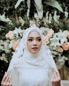 New Makeup Wedding Brides Eyeshadows 45 Ideas Kebaya Wedding, Wedding Bride, Dream Wedding, Wedding Makeup, Wedding Crowns, Bride Groom, Wedding Hijab Styles, Hijab Wedding Dresses, Bridal Hijab