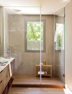 belle salle de bains avec carrelage beige et parois en verre