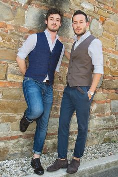 Brunello Cucinelli at Pitti Uomo. Linen vests over sport shirts a must this summer! Cool Outfits, Casual Outfits, Fashion Outfits, Gilet Jeans, Jean Smart, Man Dressing Style, Elegant Man, Lakme Fashion Week, Men Looks