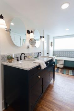 Home Town's Erin and Ben Napier help a singer-songwriter update a vintage home, creating a vibrant, bohemian vibe -- and something extra-special in the backyard. Contemporary White Bathrooms, Home Town Hgtv, Craftsman Remodel, Living In Nashville, Vanity Design, Wooden Cabinets, Traditional House, Interior Inspiration, House Plans