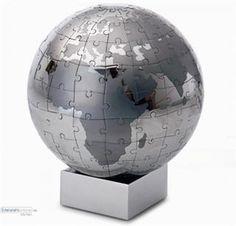 Puzzle-#Globus XL EXTRAVAGANZA  Philippi - It's #Magic! Erlebe ein ganz besonderes 3D Puzzle Erlebnis. Der Puzzle Globus von Philippi ist aus Edelstahl, verchromt und magnetisch. So werden die Puzzleteile mittels Magnetismus zusammengehalten. Dieser edle Hingucker sieht auf Deinem Schreibtisch garantiert wie eine elegante kleine Skulptur aus. #stylisch #wohnen #puzzle