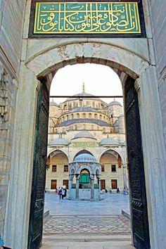 The Blue Mosque (Called Sultanahmet Camii in Turkish) was built by Sedefkar Mehmet Aga in the sultan Ahmet's time between years. Kosem Sultan, Turkey Photos, Blue Mosque, Islamic Wallpaper, Blue Tiles, Taj Mahal, Tours, Photo Blog, Mansions