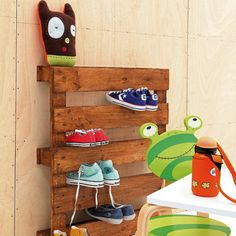 Shoe holder made from a wood palate