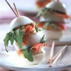 Eier am Spieß | BRIGITTE.de Food On Sticks, Stick Food, Party Buffet, Snacks Für Party, Grubs, Canapes, Finger Foods, Catering, Panna Cotta