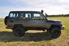 Stock Toyota Land Cruiser GRJ 76 4.0 V6 5-Gang  Yes please!!! TOYOTA!!! Bring these to the US!!!!! Please