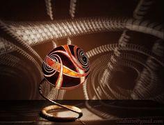 O trabalho com cabaças é uma forma de arte antiga e bela, mas as cabaças iluminadas do artista polonês Przemek são realmente peças que fazem a diferença.