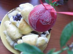 easter egg with home made chocolated croissons Easter Eggs, Creativity, Pudding, Favorite Recipes, Cheese, Homemade, Desserts, Food, Essen