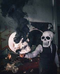 Skeleton of color Smoke Bomb Photography, Dark Photography, Carros Bmw, Skeleton Art, Smoke Art, Colored Smoke, Gaming Wallpapers, Halloween Disfraces, Trippy