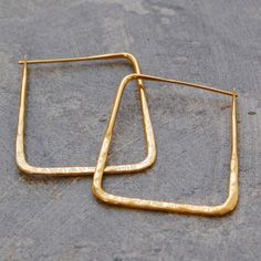 Hammered Square Geometric Gold Hoop Earrings - A refreshing and contemporary slant on the classic hoop earring these Hammered Square Geometric Gold Hoop Earrings are slightly hammered to give a glittering, sparkly finish. #Otisjaxon #Jewellery