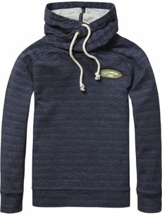 SWEATER MIT TWISTED HOODY