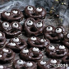 Sweet and salty crunchy munchies! With silly candy eyeballs staring back at you, this Haunted Mansion Screaming Pretzels Recipe Idea will both entertain and ...